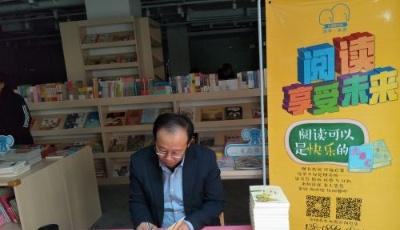 """全国连锁""""可借可买"""" 岛城首家商场儿童图书馆探索新模式"""