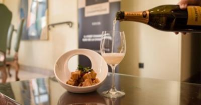 当法国香槟遇见青岛海鲜:搭配初体验妙不可言