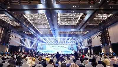 王清宪出席驻青新闻单位座谈会时强调:火热的实践是新闻的源泉