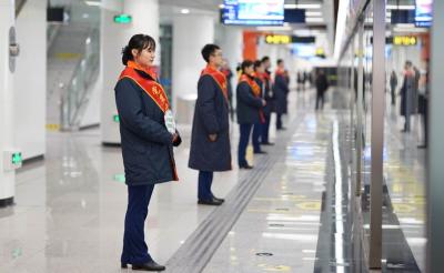青島地鐵2號線一期西段開通首周最大客流60.9萬人次