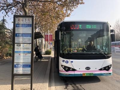 """223路全线路安装公交车侧""""线号牌""""   将有5条公交线路陆续安装"""