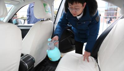 病毒袭来 青岛市租几百辆出租车展开消毒