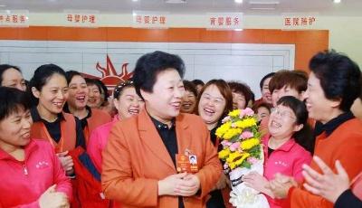 """""""阳光""""照亮妇女就业路,19年来阳光大姐安置就业215万人次"""