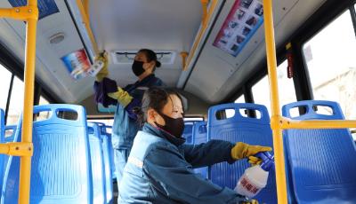 预防新型冠状病毒  700余辆公交车进行全面消毒