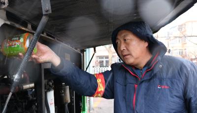 青岛市区迎初雪 公交多措并举保障乘客出行