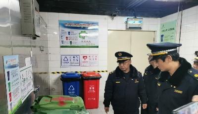生活垃圾分類管理辦法施行首日 青島開出首批責令改正通知書