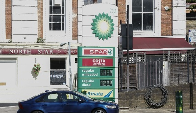 國內成品油價上調,加滿一箱油將多花4元
