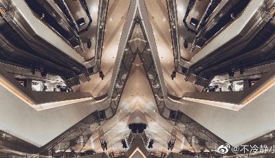 不冷静小姐奇遇记:楼层和扶梯的几何线条真是灵感满满呀!