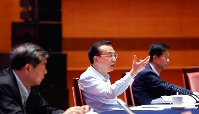 李克强在青岛主持召开新增财政资金直接惠企利民工作视频座谈会