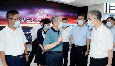 劉家義在青島市調研時強調:深化改革創新放大平臺效應