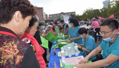 分分时时彩狂犬病日 青岛市动物疫病预防控制中心开展宣传活动