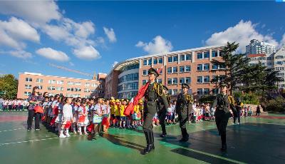 向祖国告白 基隆路小学举行庆国庆升旗仪式
