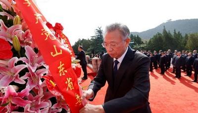 山东省、驻济部队暨济南市举行烈士公祭活动