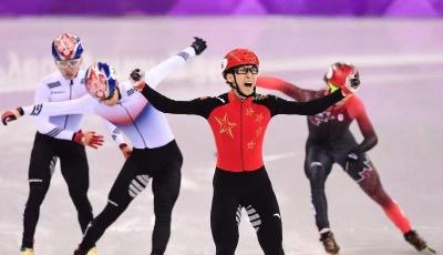 青岛冰雪节预热冬奥会 奥运冠军为冰雪少年打call