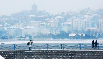 组图:寒潮来袭,岛城雪中即景惹人醉