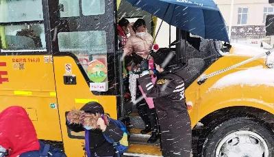 迎战冬雪 护航平安!温馨校车全力以赴保障学生安全