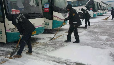 启动雪天应急预案 温馨旅游公司迎风冒雪保障安全