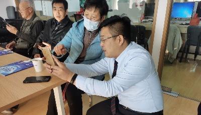 """""""我来教您用手机""""  贝壳青岛站助老年人跨越数字鸿沟"""
