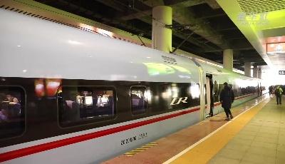 """新型""""复兴号""""动车组贵广线首次载客运营"""