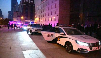 市南法院今晨兵分三路拘传4名老赖
