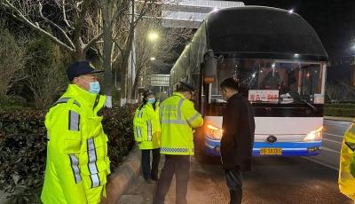 市交通运输执法支队连续作战 严查违规站外上客行为