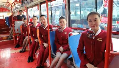 """驾驶员跟空姐学礼仪  青岛公交打造""""航空式""""服务"""