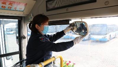 公交巾帼展风采 致敬坚守岗位的公交女驾驶员