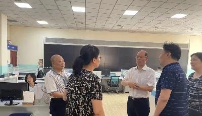 青島銀保監局到城運汽車服務集團保險服務事業部調研