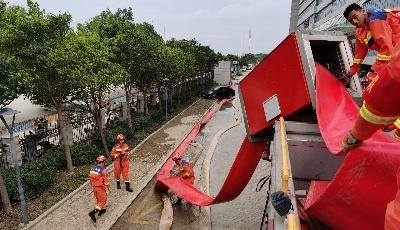 青島消防增援鄭州六天五夜排澇27.6萬立方米