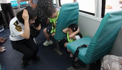 """""""地震体验公交车""""13日开放  邀请20名市民现场免费体验"""